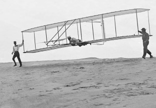1902_Wright_Brothers'_Glider_Tests_-_GPN-2002-000125